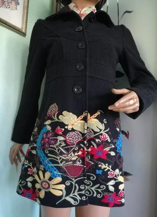 Полушерстяное пальто испанского бренда desigual