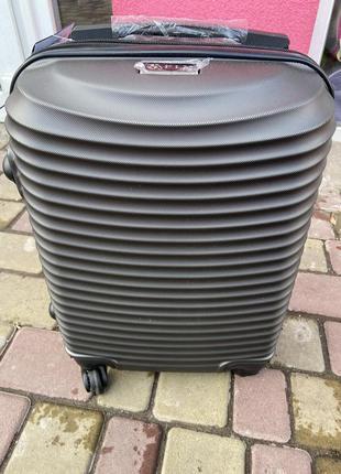 Чемодан,валіза ,польский поликарбонат,в наличии все размеры