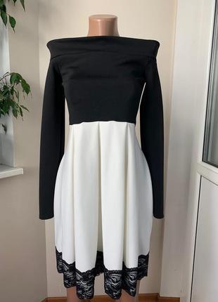 Красивое платье с голыми плечами