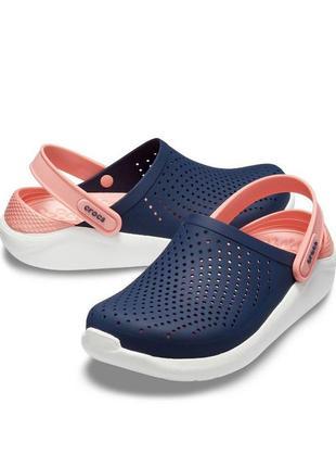 Кроксы женские синие с розовой шлейкой сабо crocs lite ride clog
