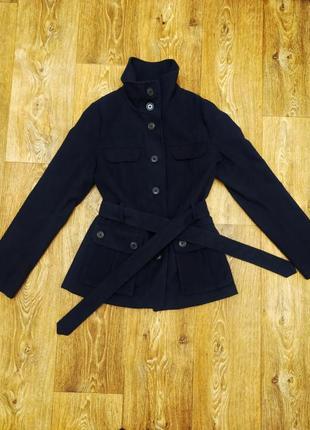 Стильное демисезонное пальто темно-синего цвета с накладными карманами доставка бесплатная