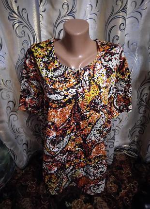 Яркая блуза на пышные формы