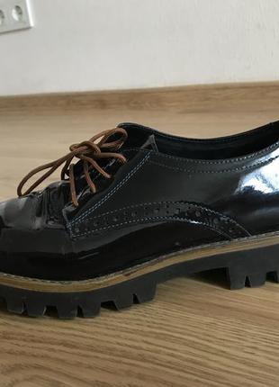Лаковые кожаные  ботинки