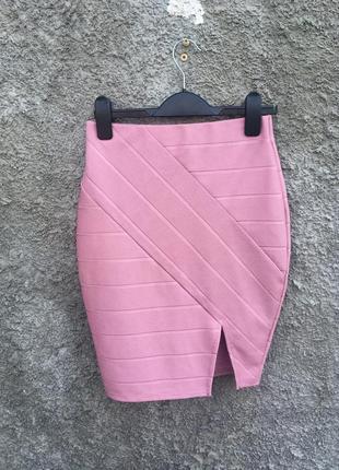 Розовая бандажная юбка с разрезом в обтяжку карандаш