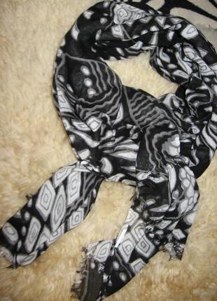 Черно-белый легкий шарфик gloria jeans
