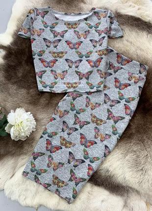 Трикотажный костюм с бабочками из ангоры