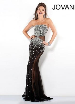 Красивое вечернее платье!расшито камнями.