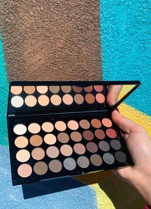 Яркая палетка теней flawless 2 makeup revolution