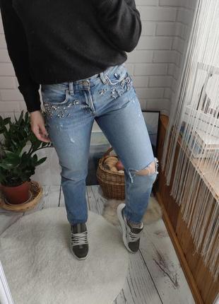 Идеальные джинсы бойфренд на высокой посадке с камнями от denim