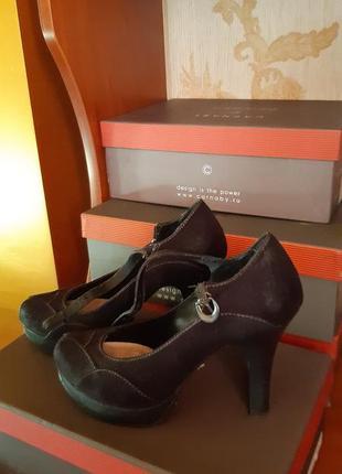Туфли на высоком каблуке . искусственный  замш ..фирма сhester.37 размер