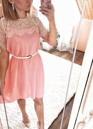 Ніжне плаття з кружевом