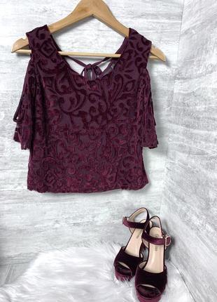Стильная велюровая блуза с оголенными плечами цвета марсала с прозрачной спиной