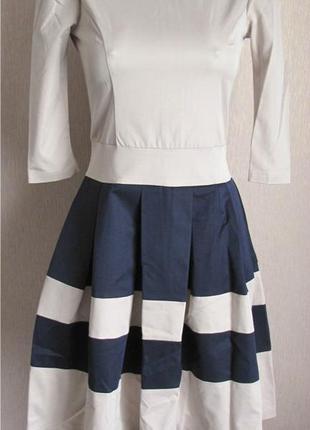 Элегантное платье колокольчик размер s