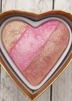 Хайлайтер makeup revolution blushing hearts highlighter, хайлайтер револушн