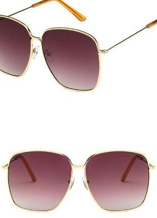 Крупные квадратные солнцезащитные очки с золотой оправой и линзой винный градиент