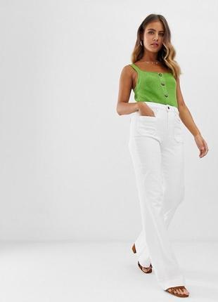 Классные белые джинсы