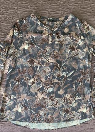 Стильная рубашка в сдержанной цветовой гамме, растительный принт