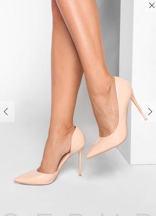 Классические туфли д'орсе высоком каблуке.