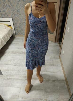 Красивое легкое платье сарафан миди с рюшами воланами по низу
