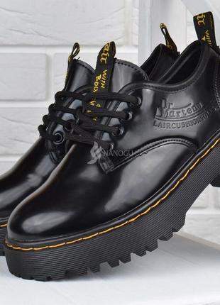 Туфли женские на платформе dr.martens style мартенсы стиль черные лакированные6 фото