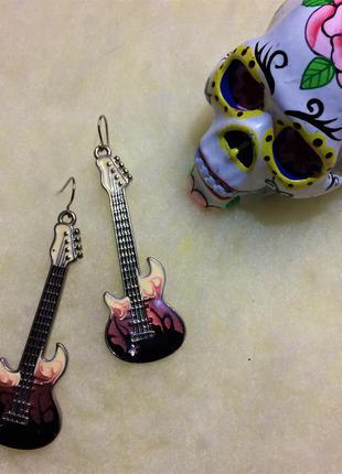 Сережки гитара от h&m
