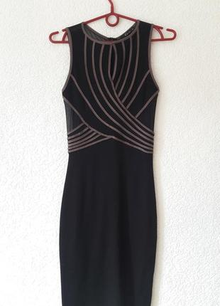 Красивое черное облегающее платье