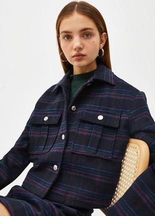 Шерстяная укороченная весенняя куртка жакет в клетку на пуговицах bershka1 фото