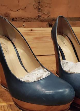 Туфли на танкетке голубые