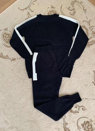 Спорт костюм с вышивкой на спине, новый!