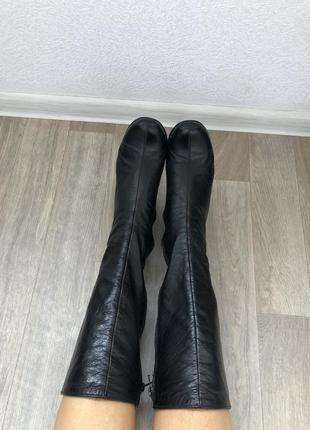 Кожаные демисезонные сапоги на каблуке на стройные ножки