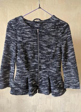 Стильный пиджак с баской