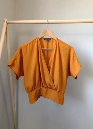 Блуза на запах с резинкой внизу