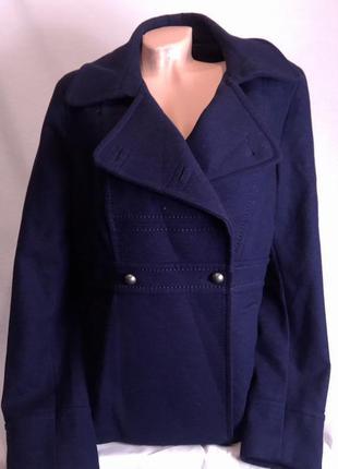 Красивое фирменное весеннее пальто