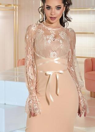 Нарядное утонченное облегающее платье миди с нежным кружевом
