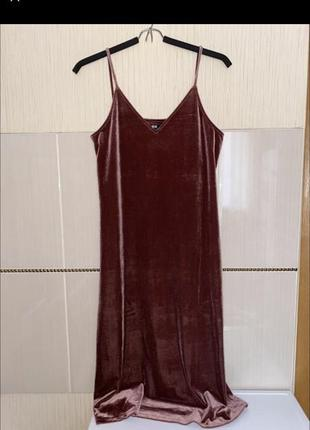 Бархатное платье в бельевом стиле