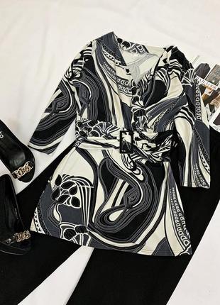Приталенная трикотажная блуза
