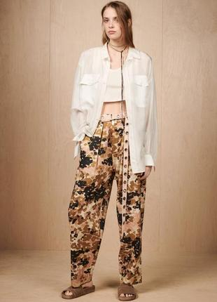 Супер стильные брюки с камуфляжным принтом zara, оригинал