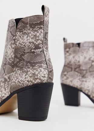 Казаки в принт с металлическим носком, ботинки в стиле вестерн на широком каблуке asos3 фото