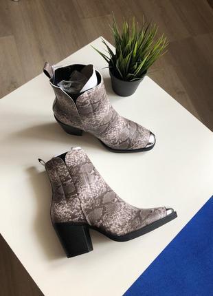 Казаки в принт с металлическим носком, ботинки в стиле вестерн на широком каблуке asos5 фото