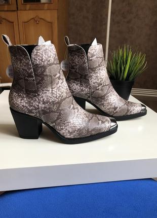 Казаки в принт с металлическим носком, ботинки в стиле вестерн на широком каблуке asos8 фото