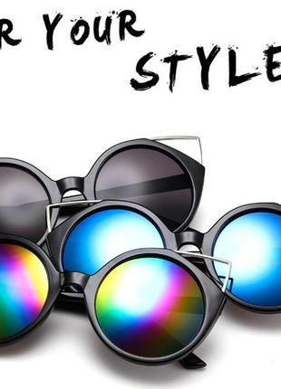 Крепкие пластиковые черные очки с круглой дымчатой линзой и металлическими ушками