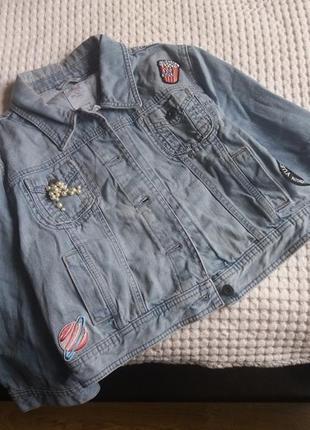 Джинсовка джинсовая курточка куртка с нашивками патчами пиджак жакет