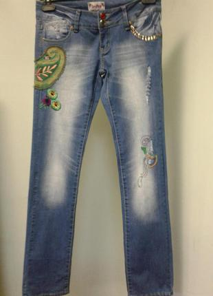 Трендовые джинсы прямого кроя с вышивкой размер 10  бренд chery diffusia