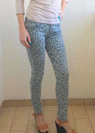 Шикарные джинсы скинни леопардовый принт amisu