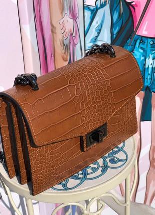 Крутая кожаная сумочка на цепочке