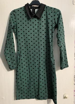 Платье зелёное в горох
