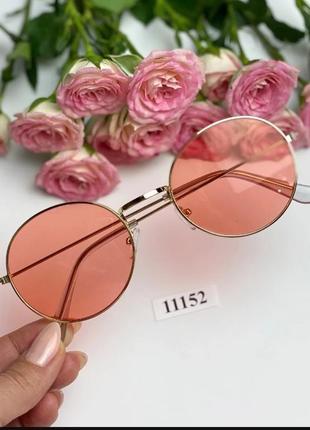 Трендовые солнцезащитные очки в тоненькой металлической оправе