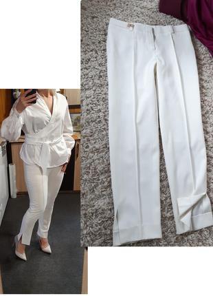 Стильные белые укороченные брюки с разрезами, р. 8-10