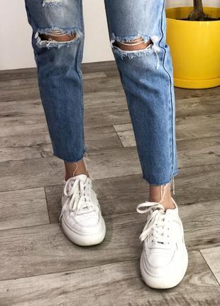 Голубые мом джинсы с рваностями на высокой посадке4 фото
