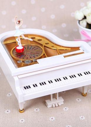 Музыкальная шкатулка, рояль с танцующей балериной.